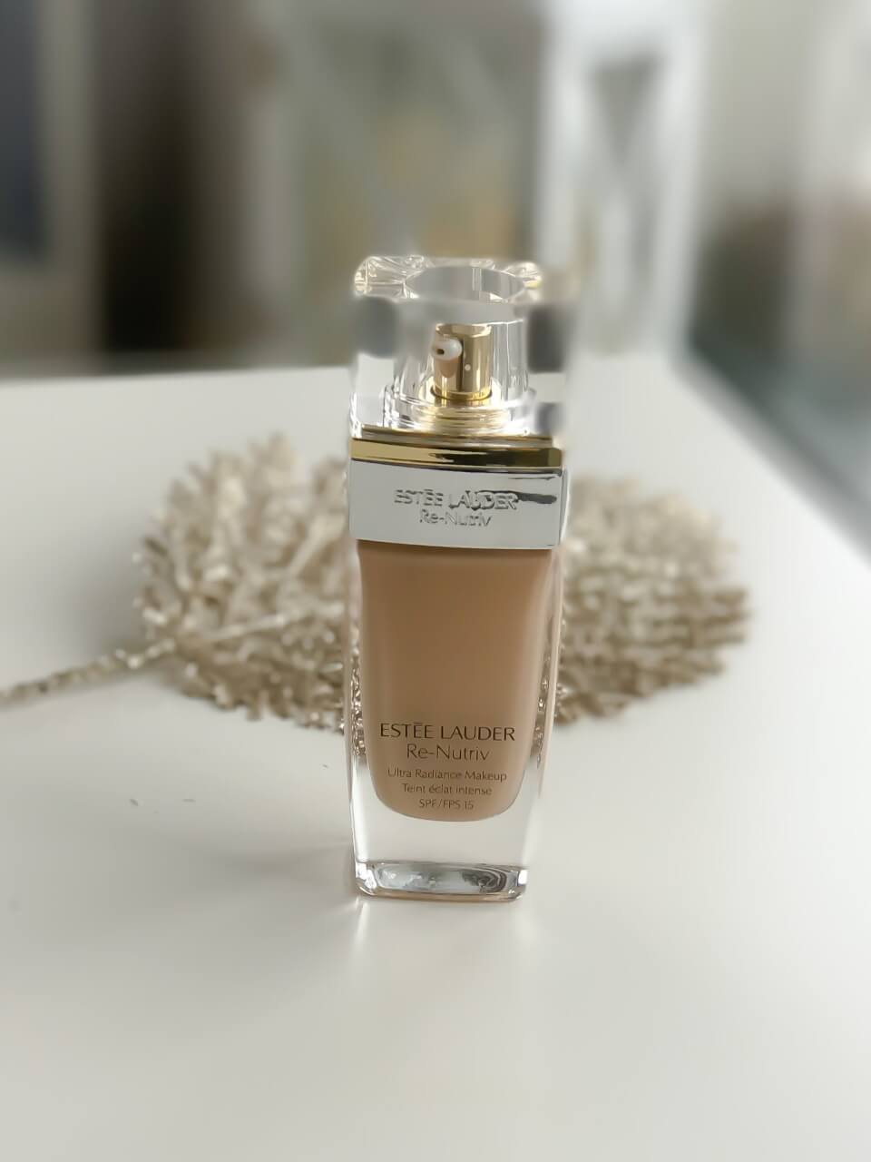 Podkład Estee Lauder Re-Nutriv Ultra Radiance Liquid Makeup