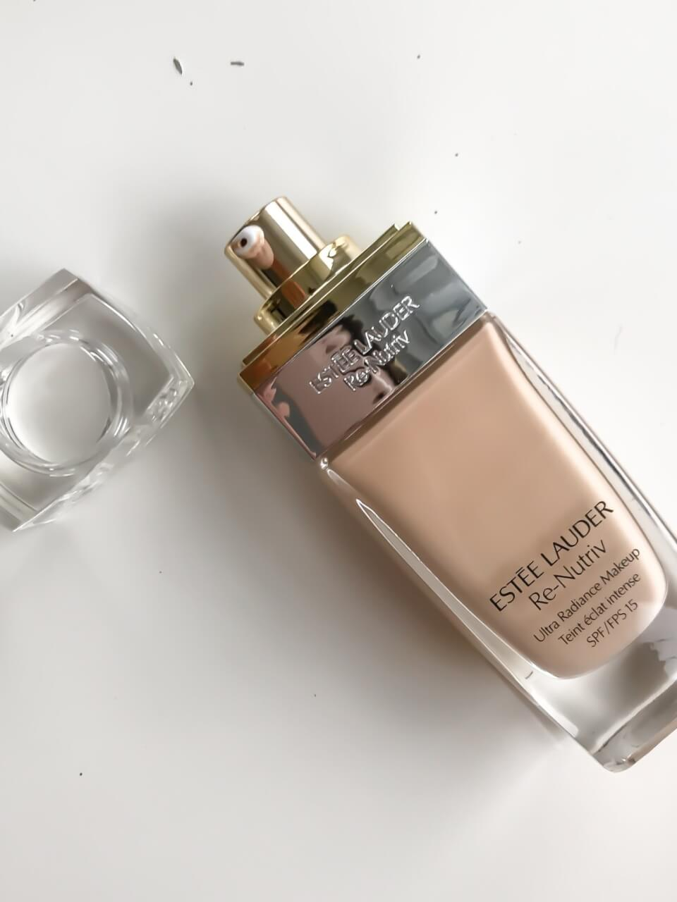 Podkład Estee Lauder Re-Nutriv Ultra Radiance Liquid Makeup 1N2 Ecru