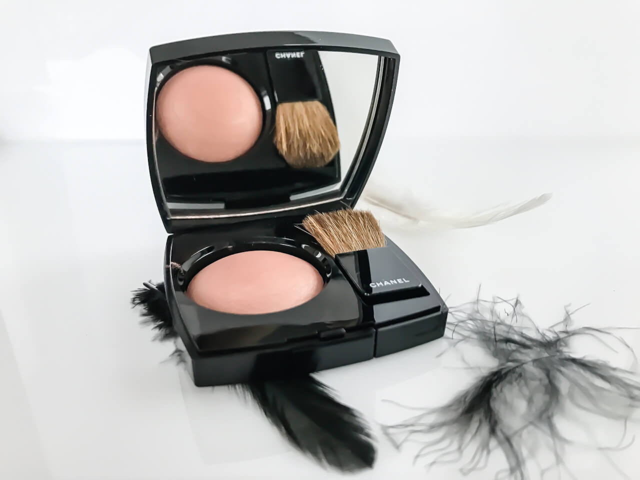 Róż CHANEL Joues Contraste Powder Blush Coco Codes - Elegance