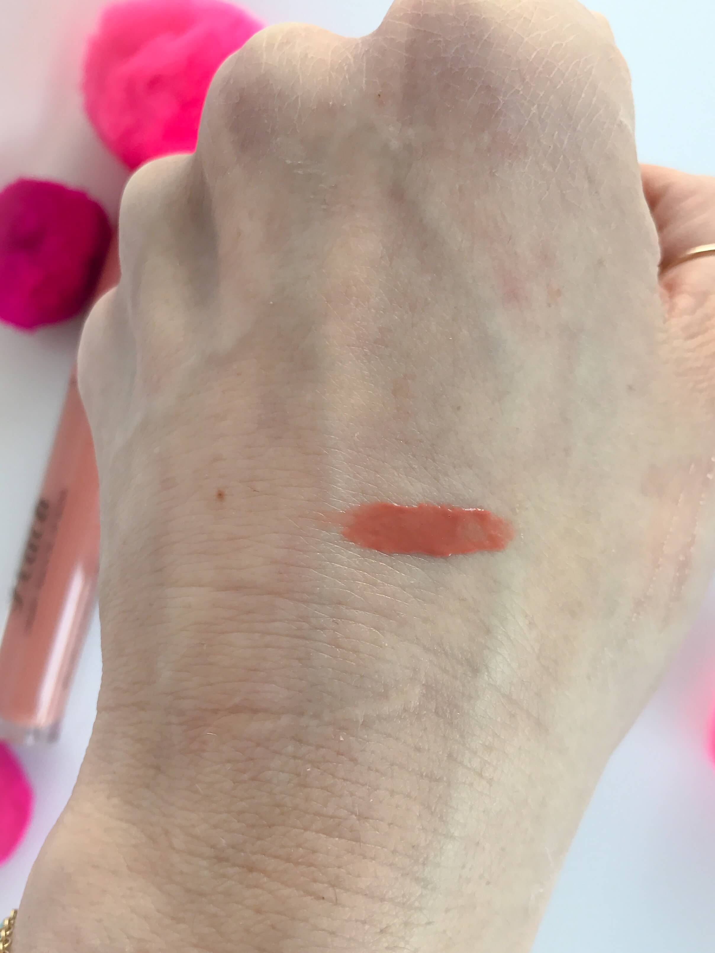 Too Faced Sweet Peach Lip Oil błyszczyk do ust swatch