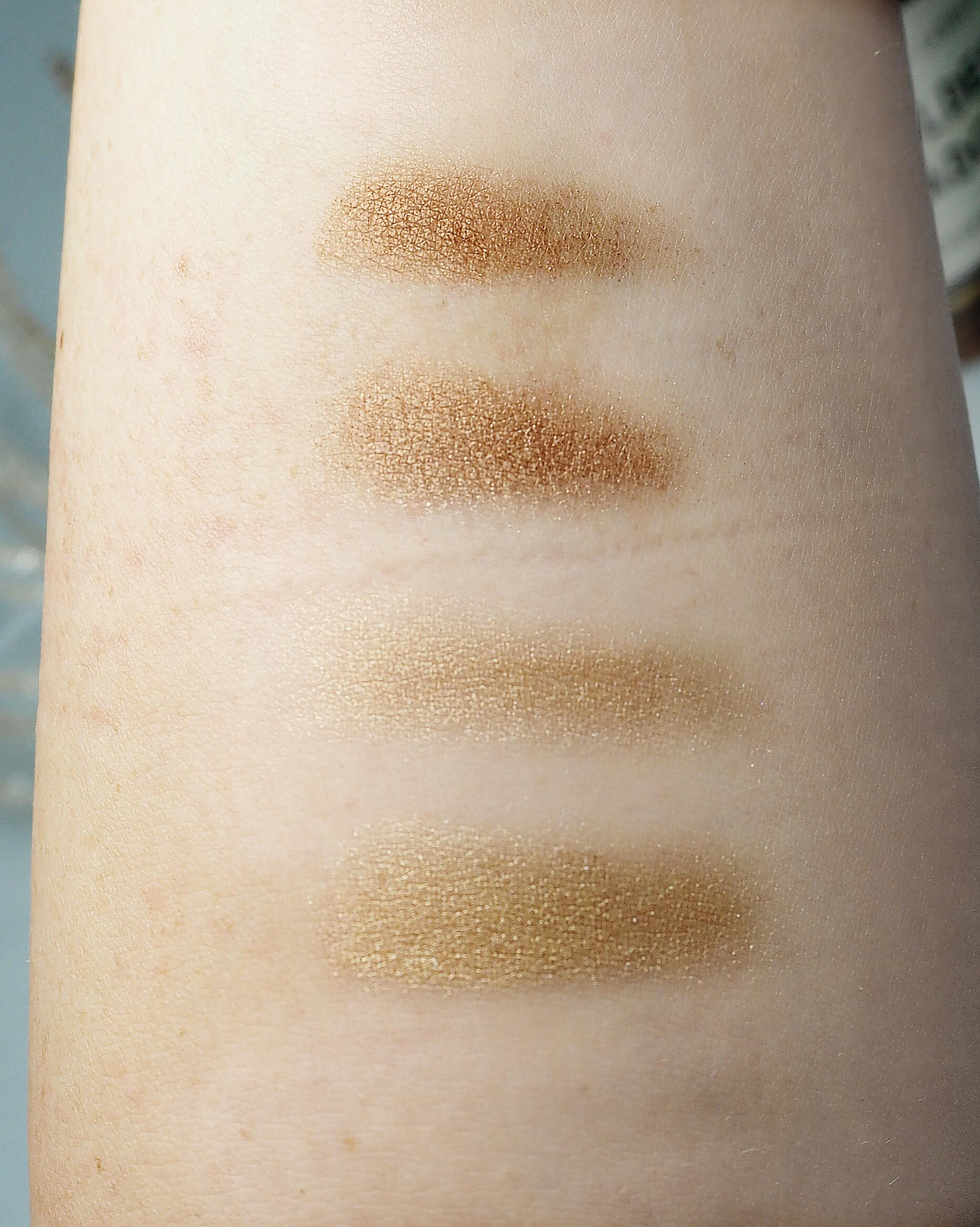 BURBERRY Gold Shimmer No. 28 swatch