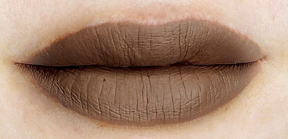MAC Liquid Lipcolour Cafe Au Chic na ustach