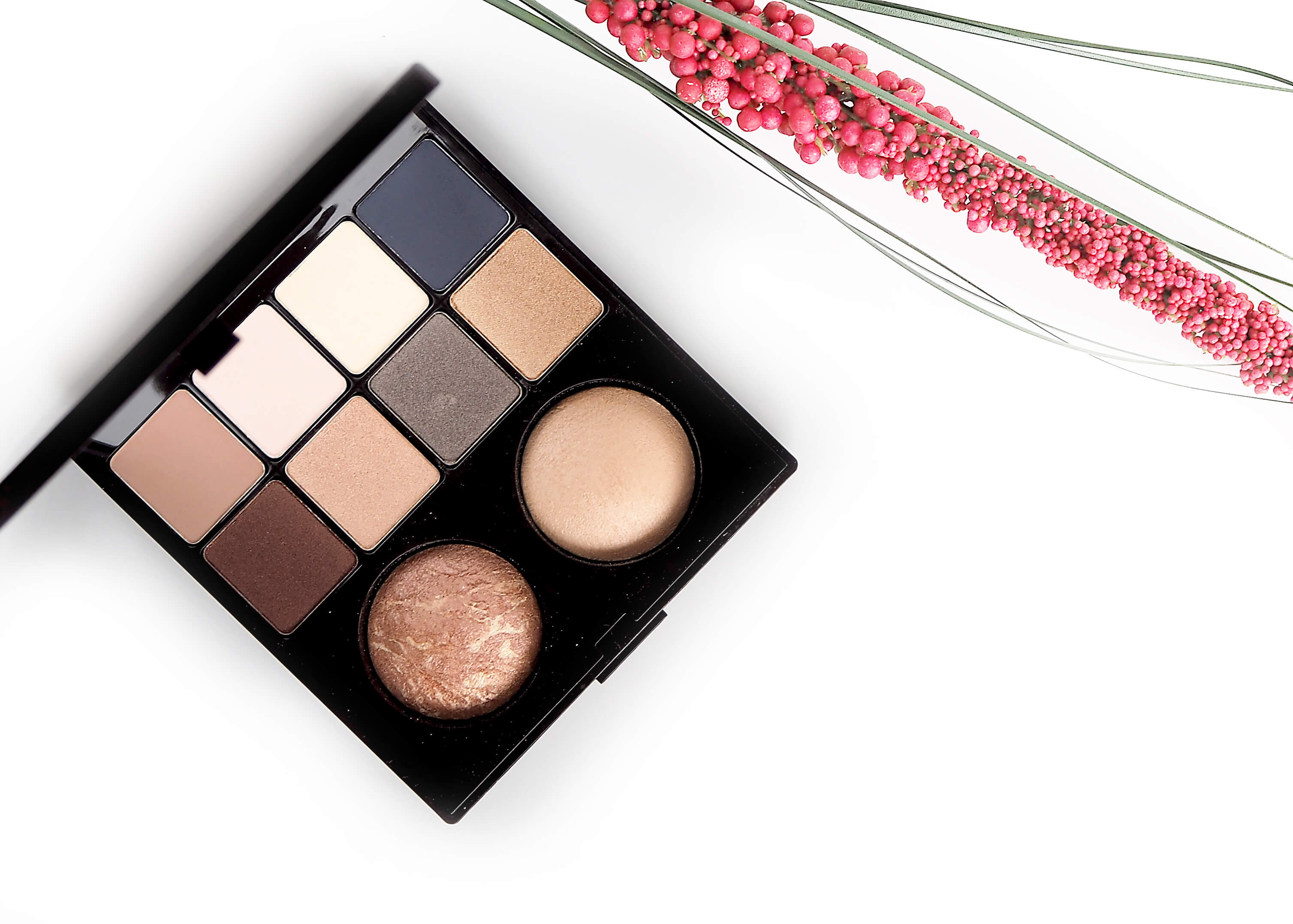 Laura Mercier Essential Art Eye & Cheek Palette