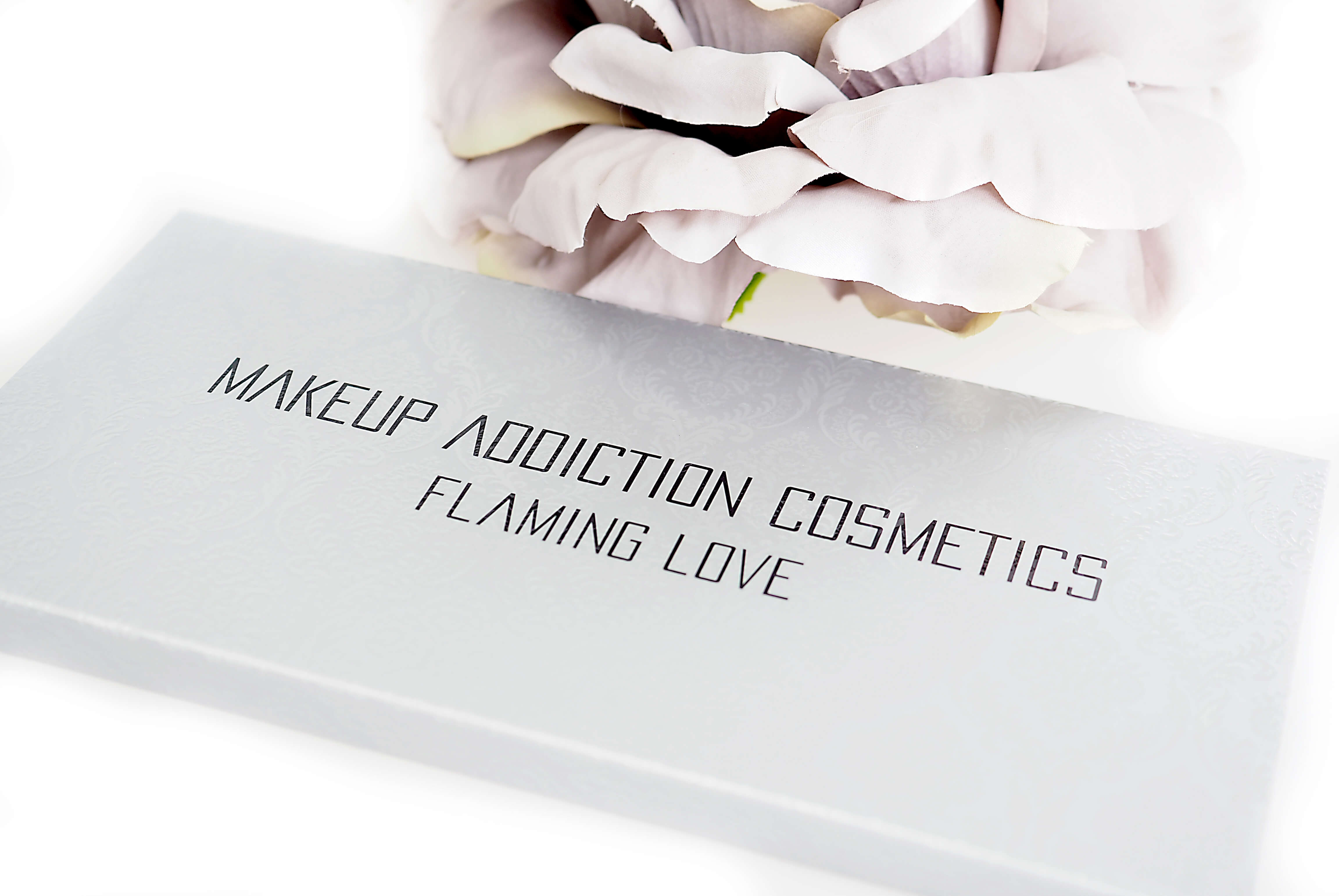 MAKEUP ADDICTION FLAMING LOVE