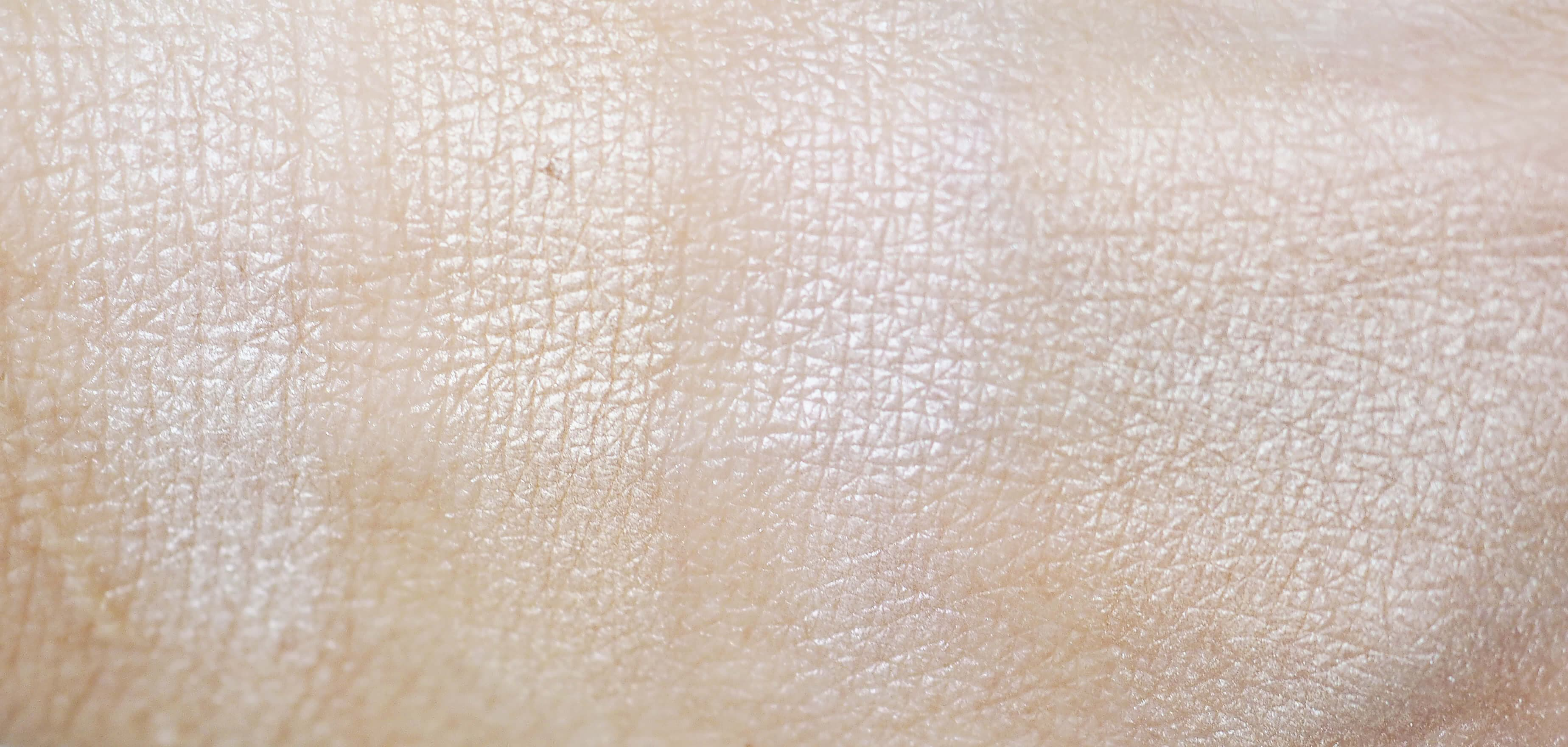 swatches AA WINGS OF COLOR PRECIOUS HIGHLIGHTER