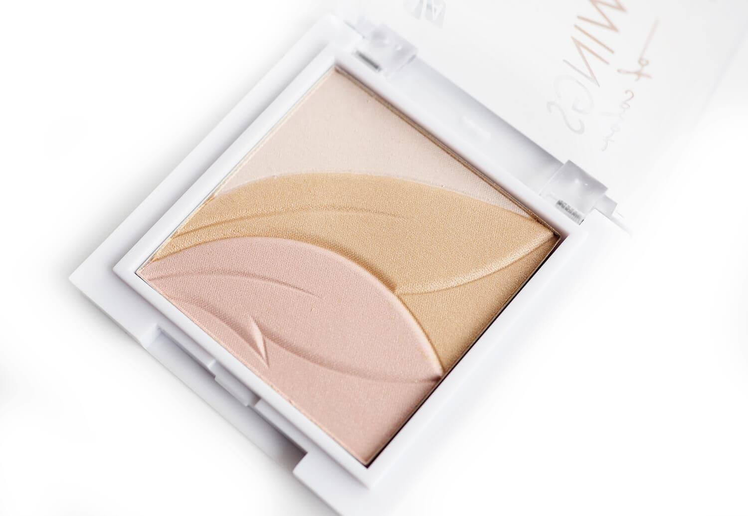 Recenzja AA WINGS OF COLOR PRECIOUS HIGHLIGHTER