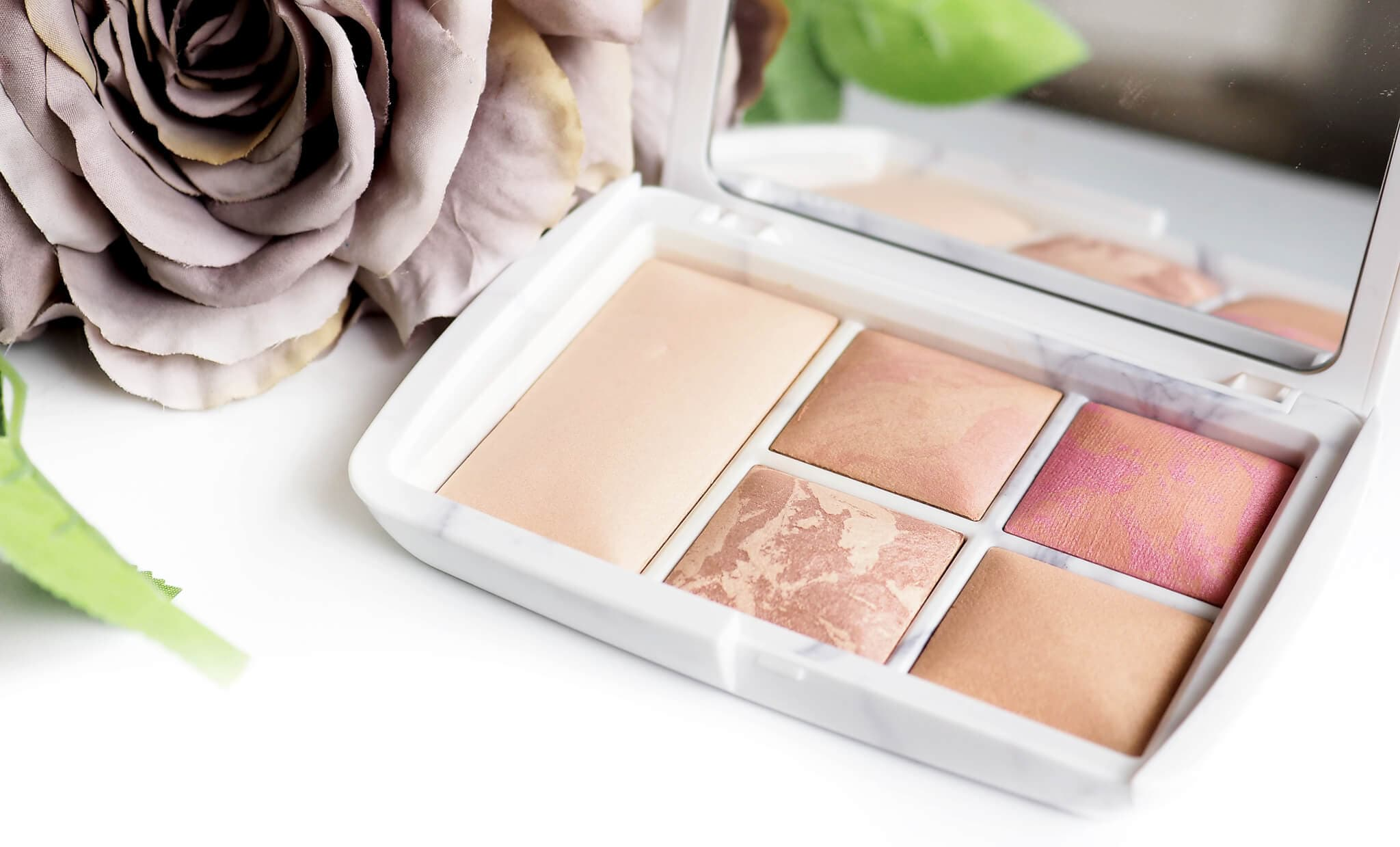 Recenzja HOURGLASS SURREAL LIGHT AMBIENT LIGHTING EDIT