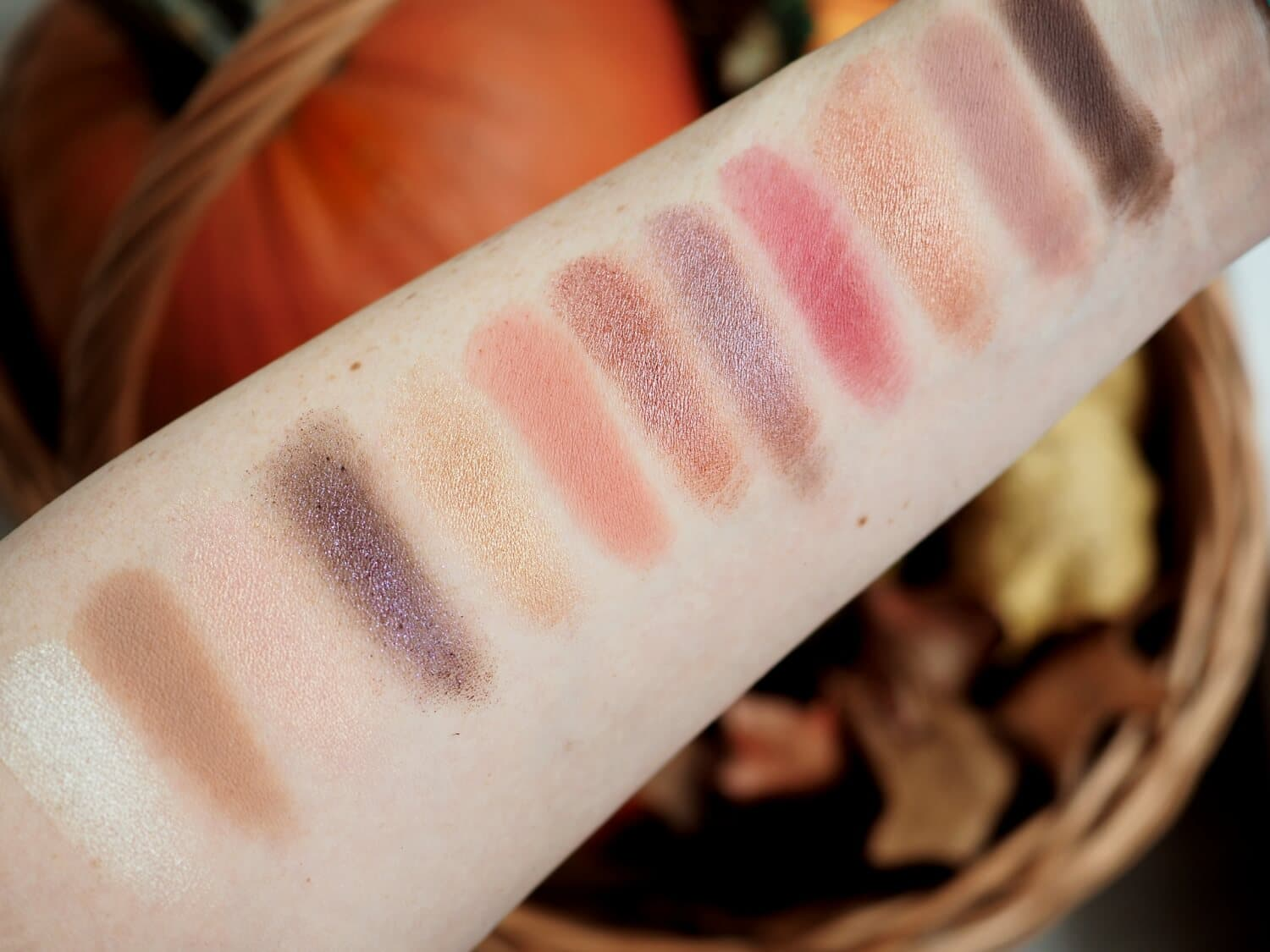 SWATCHES NABLA DREAMY EYESHADOW PALETTE