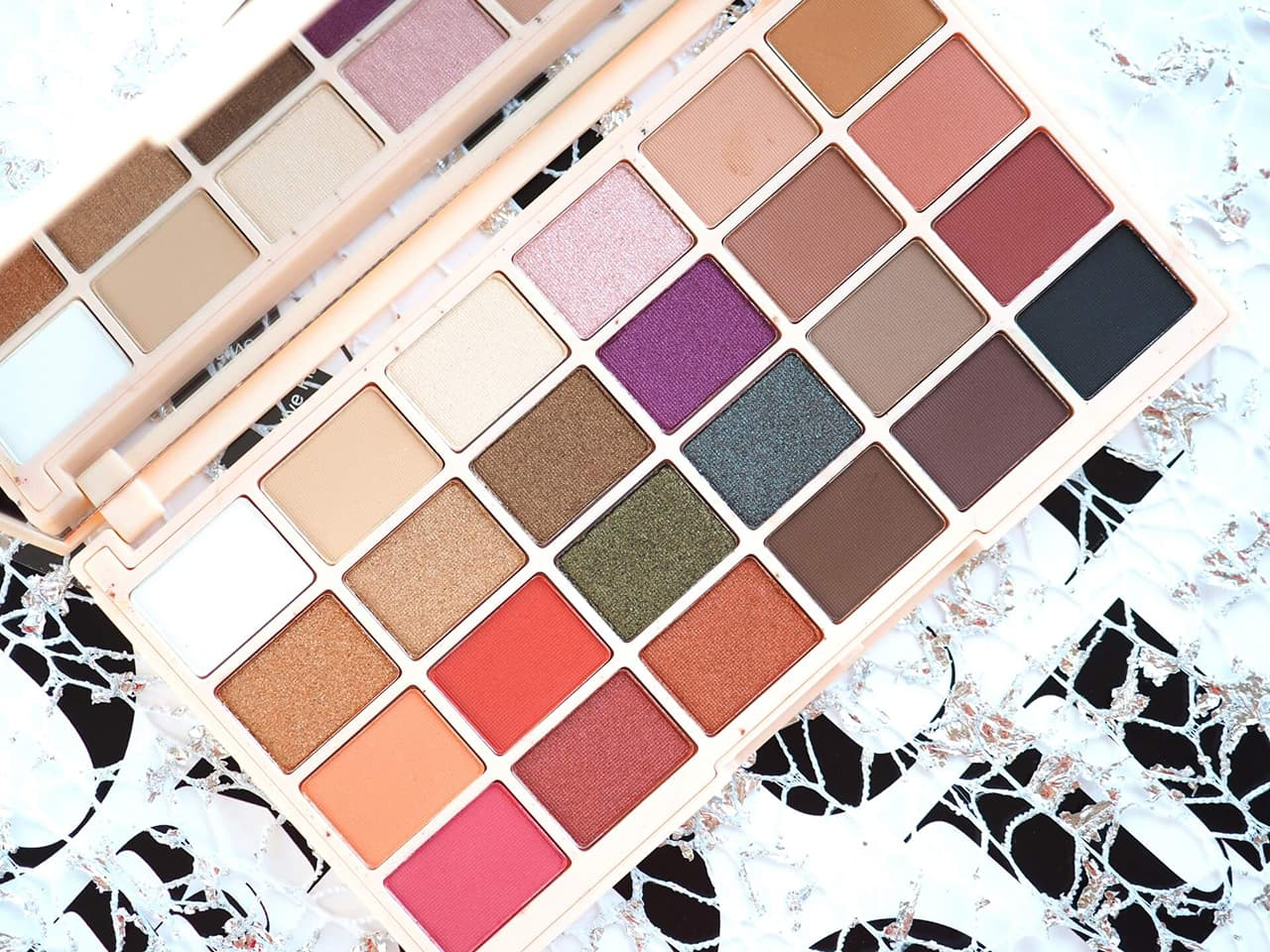 SOPH X MAKEUP REVOLUTION EYESHADOW PALETTE