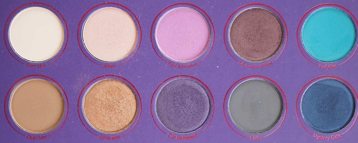 ZOEVALOVE IS A STORY EYESHADOW PALETTE