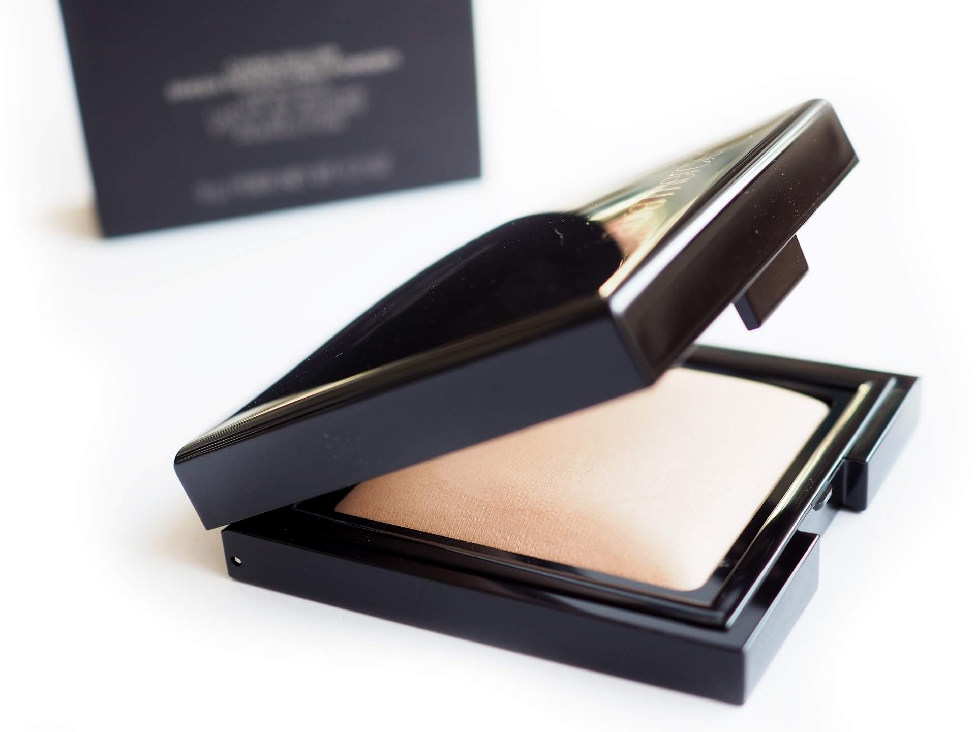 RECENZJA LAURA MERCIER CANDLEGLOW SHEER PERFECTING POWDER