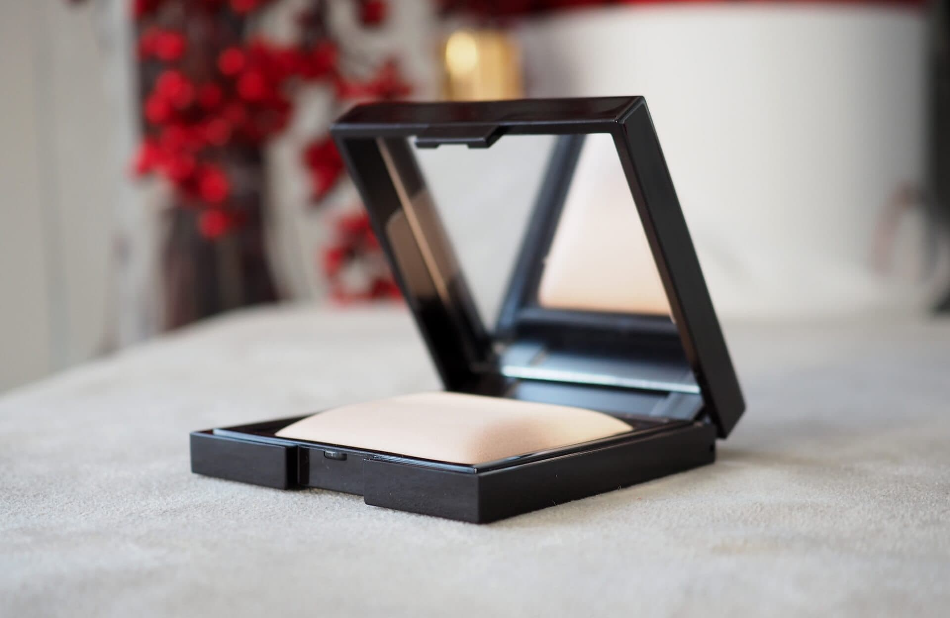 TEST LAURA MERCIER CANDLEGLOW SHEER PERFECTING POWDER
