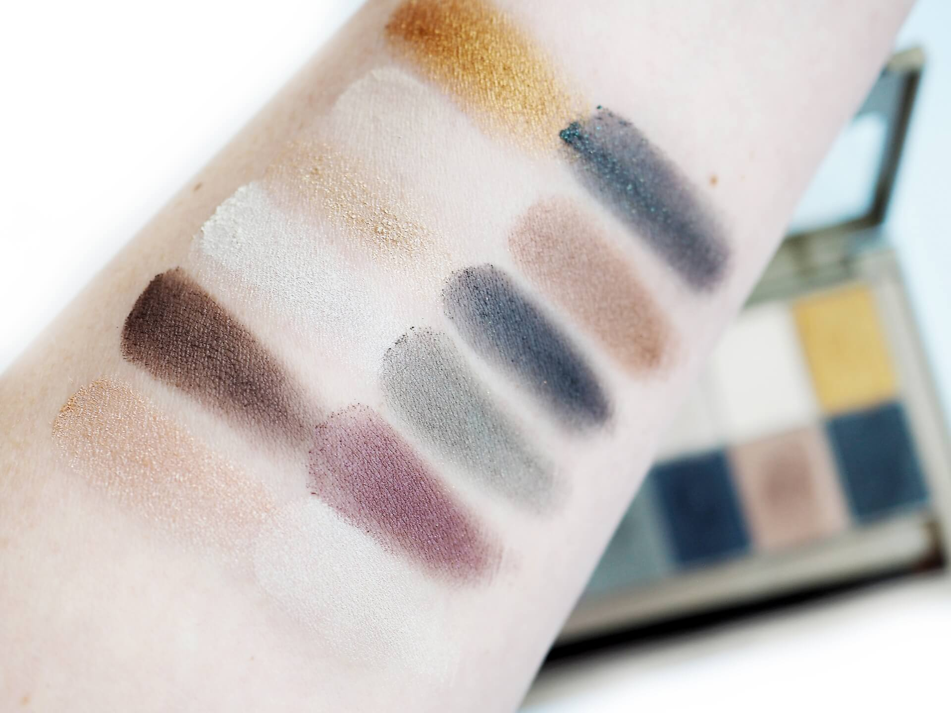 swatches Maybelline The 24 Karat Nudes Eyeshadow Palette