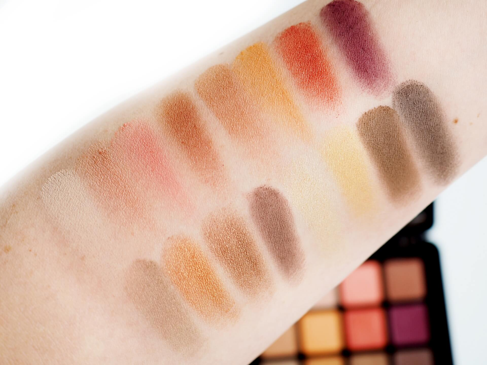 swatches Sinskin Warm Nude Eyeshadow Palette