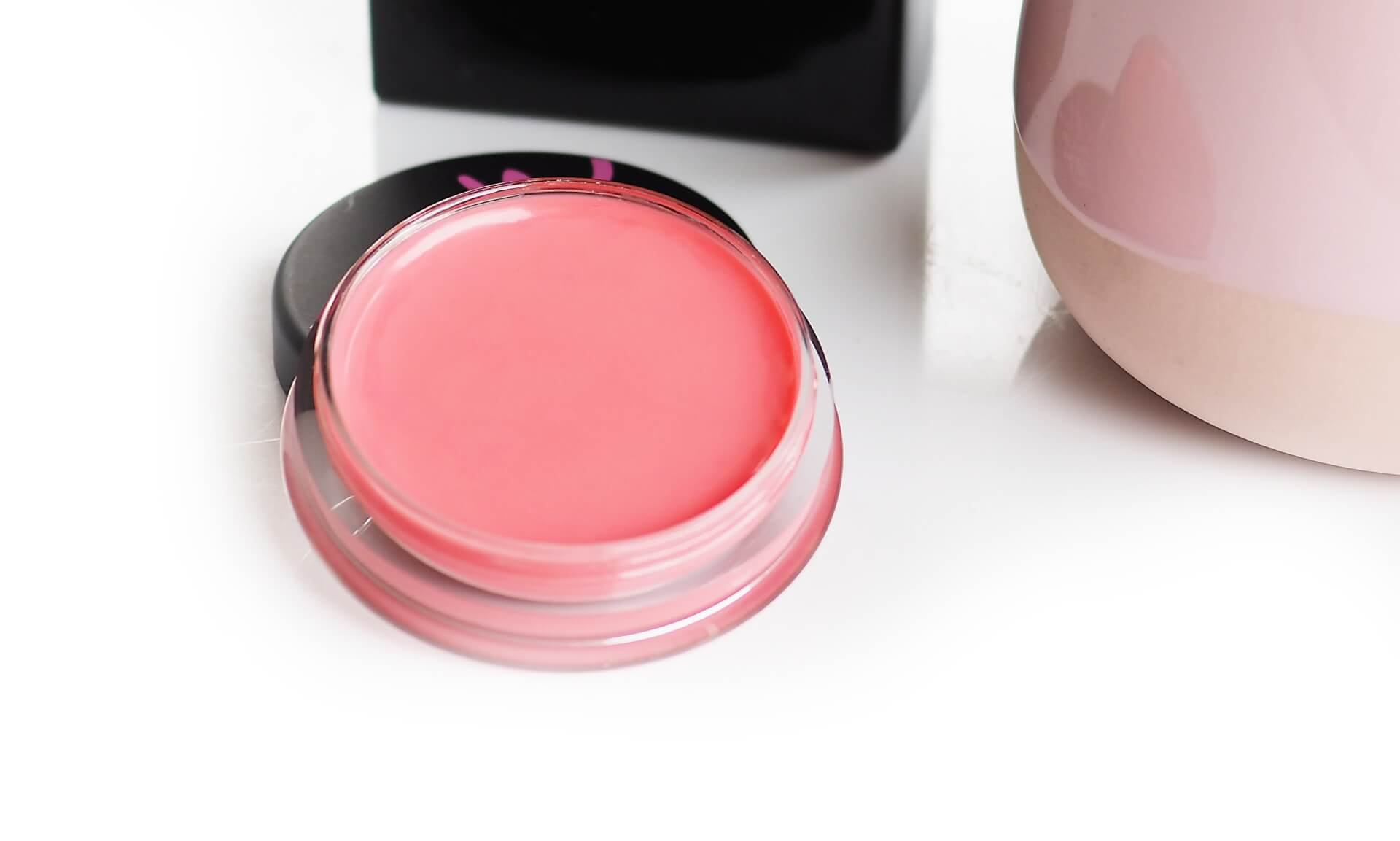 Powder pink Sleek Make Up Pout Polish SPF15