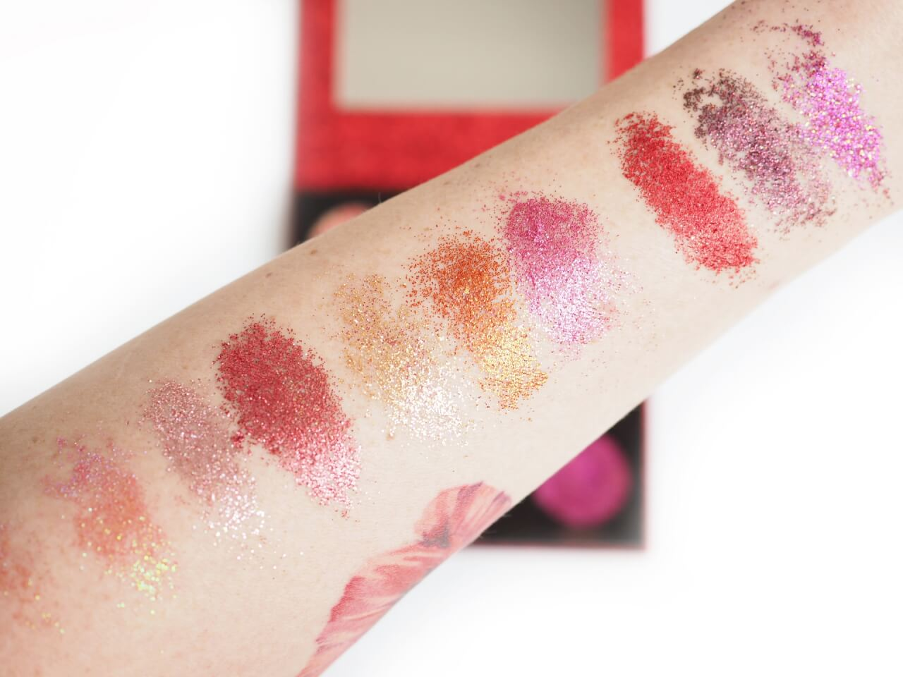swatches Makeup Revolution Pressed Glitter Palette Hot Pursuit