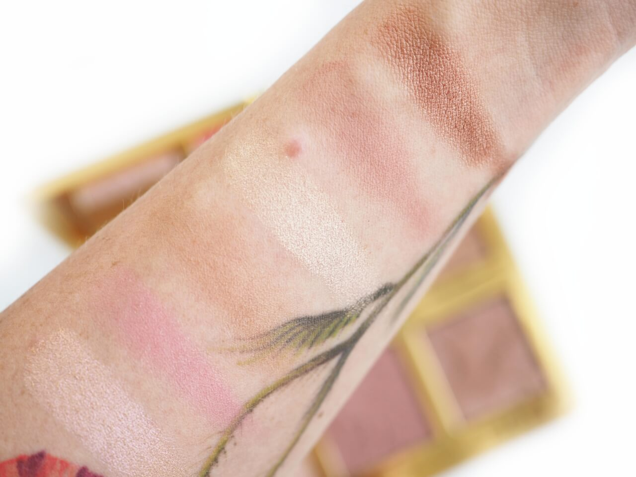 swatches Too Faced Natural Face Palette