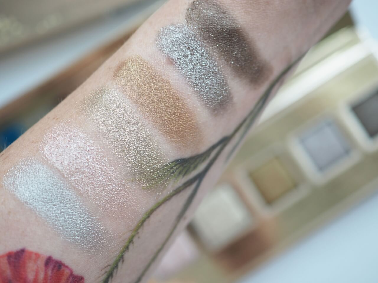 swatches Jouer Cosmetics Skinny Dip Palette