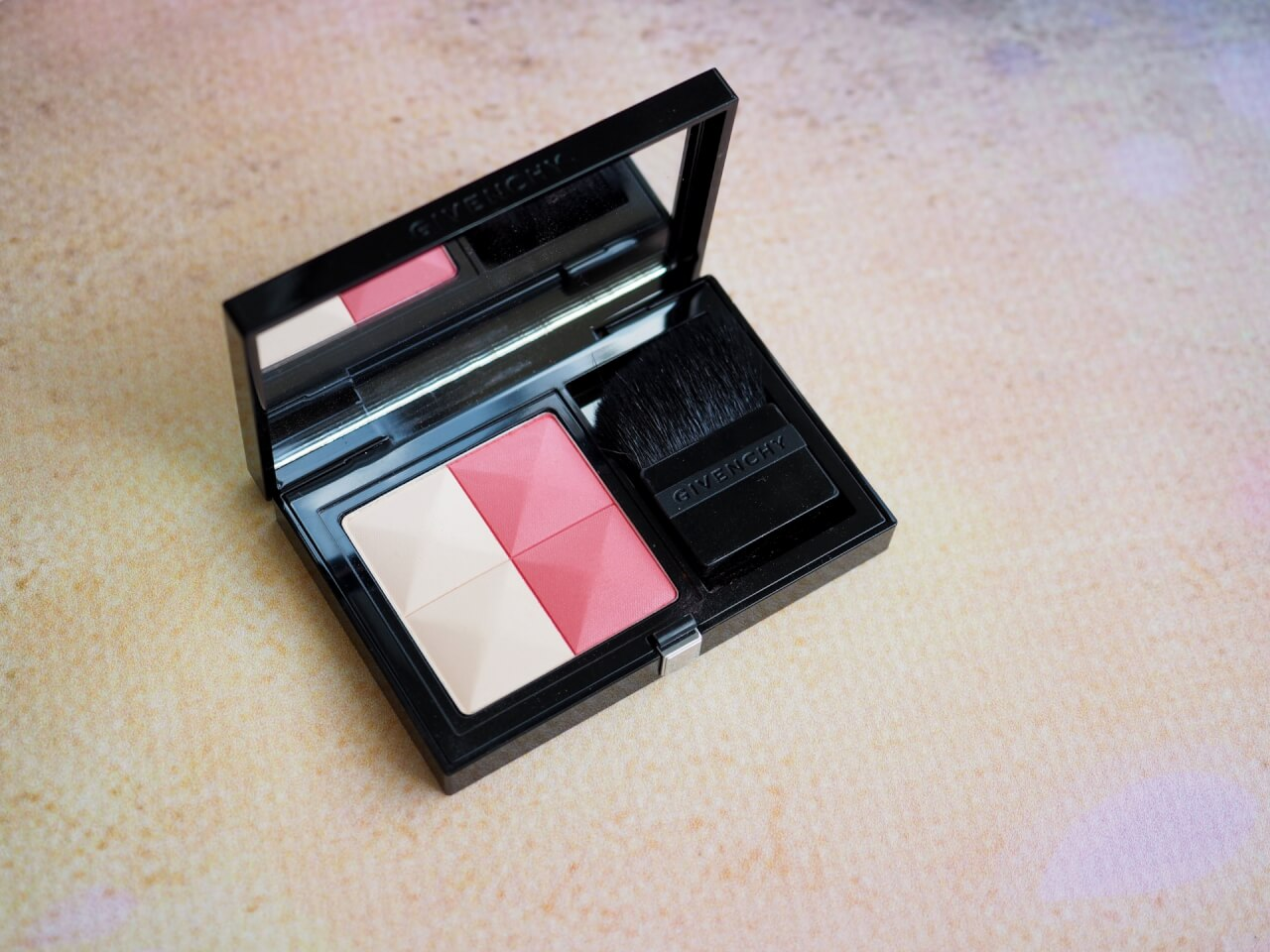 Róż Givenchy Prisme Blush w odcieniu 01 Passion
