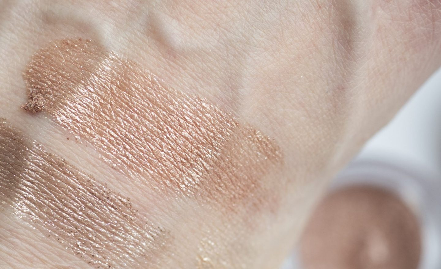swatch Hourglass REFLECT Scattered Light Glitter Eyeshadow