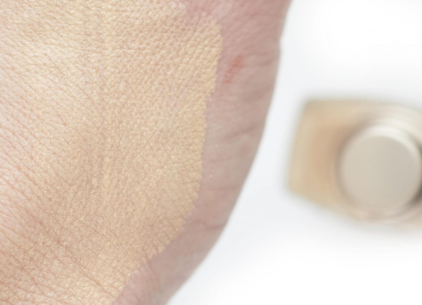 swatch Laura Mercier Flawless Lumiere Radiance Perfecting Foundation