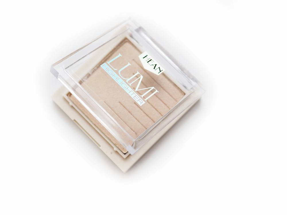 02 Amour Hean Lumi Highlighter