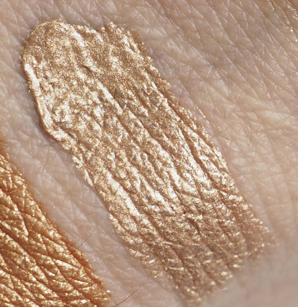 swatch Natasha Denona Moonstone Chroma Crystal Liquid Eyeshadow