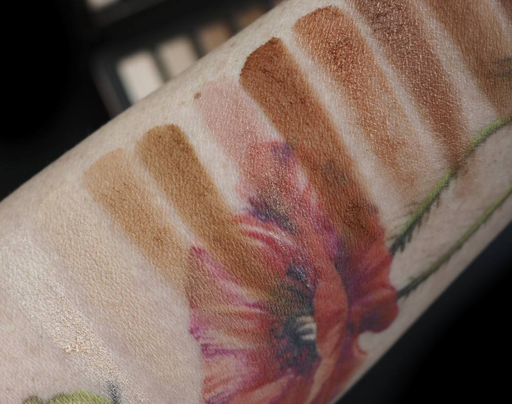 swatches Eveline Cosmetics Charming Mocca