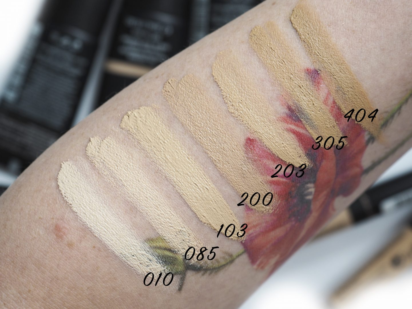 Swatches Rimmel Lasting Matte Full Coverage Mattifying Foundation