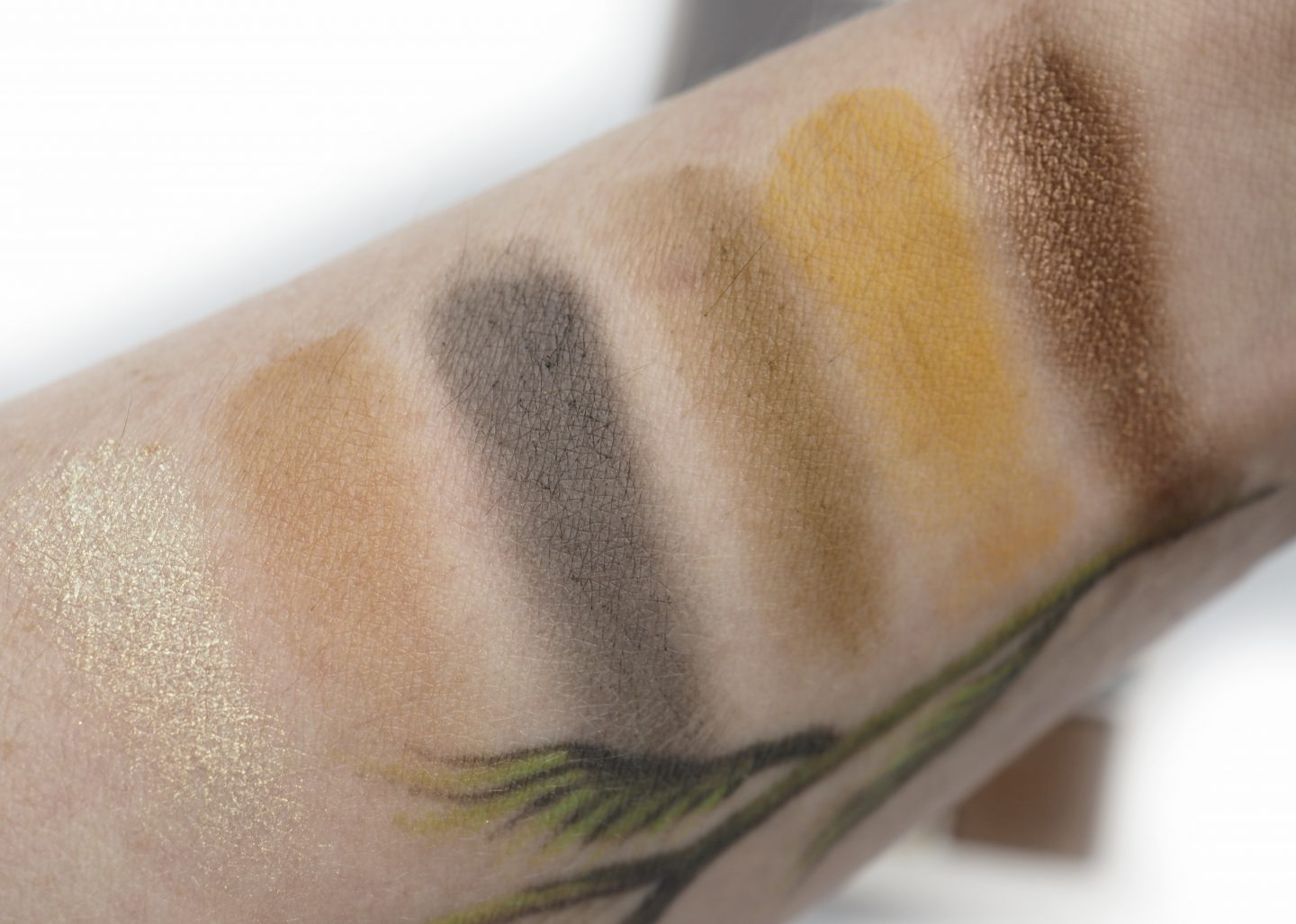 Swatches Fenty Beauty Cadet Snap Shadows