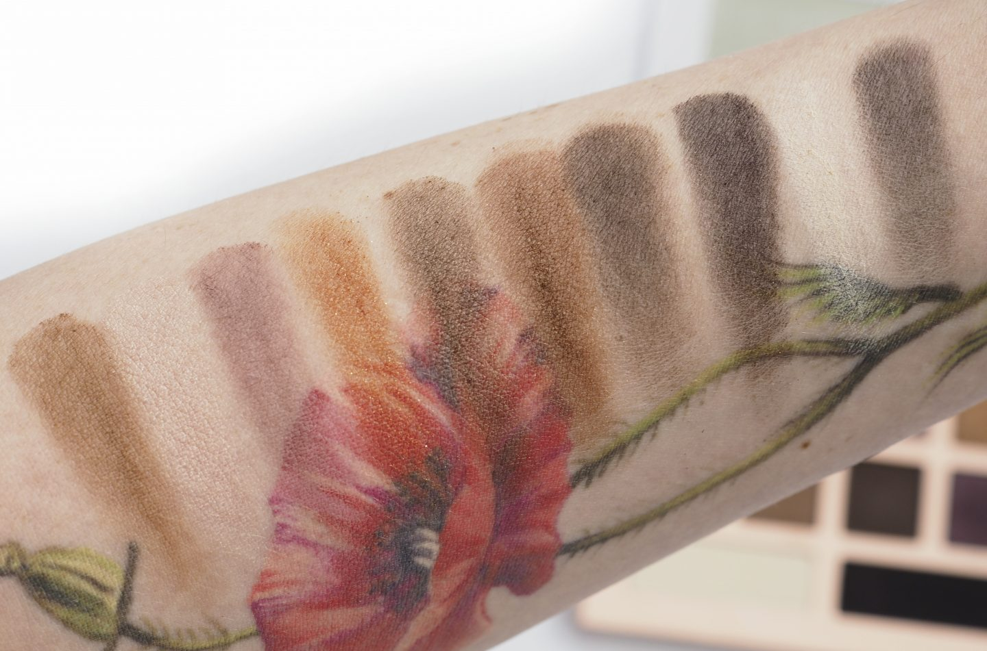 Swatches Honest Beauty Get It Together Eyeshadow Palette