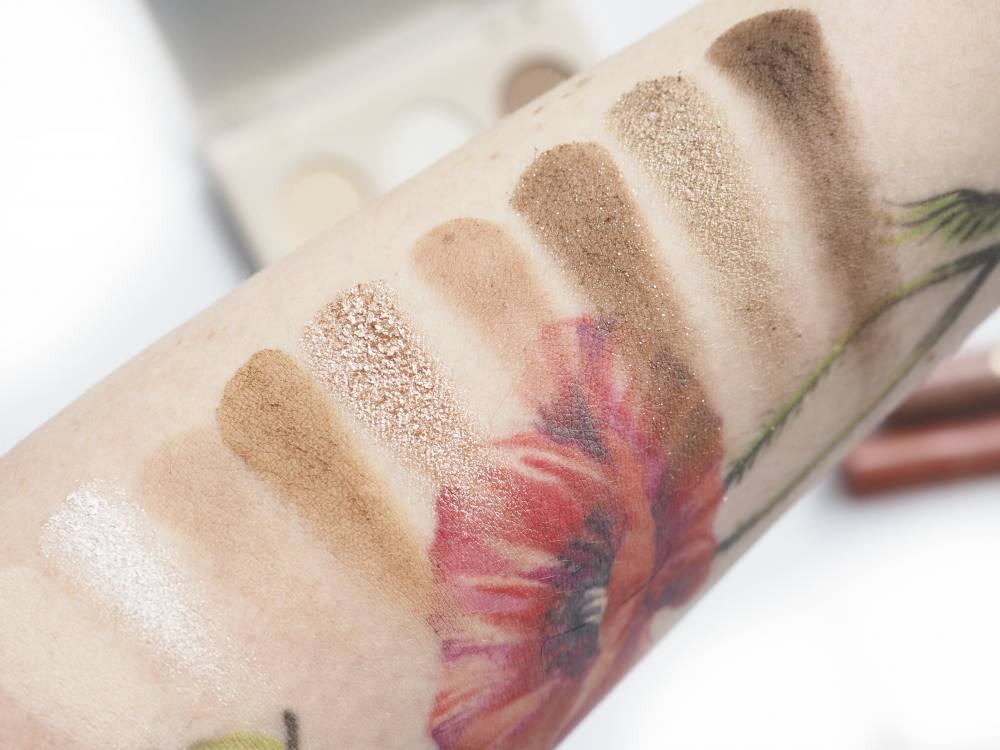 Swatches Colourpop Going Coconuts Eyeshadow Palette