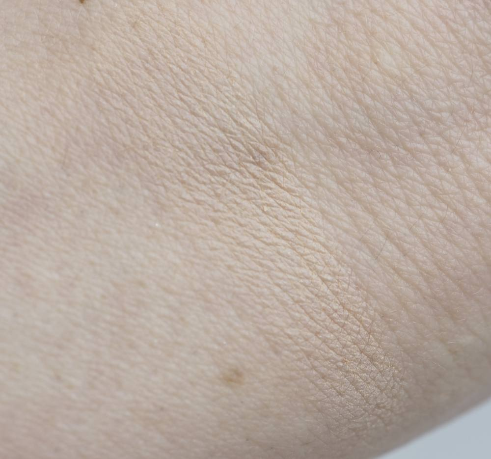 Swatch Pur4-in-1 Pressed Mineral Makeup Foundation