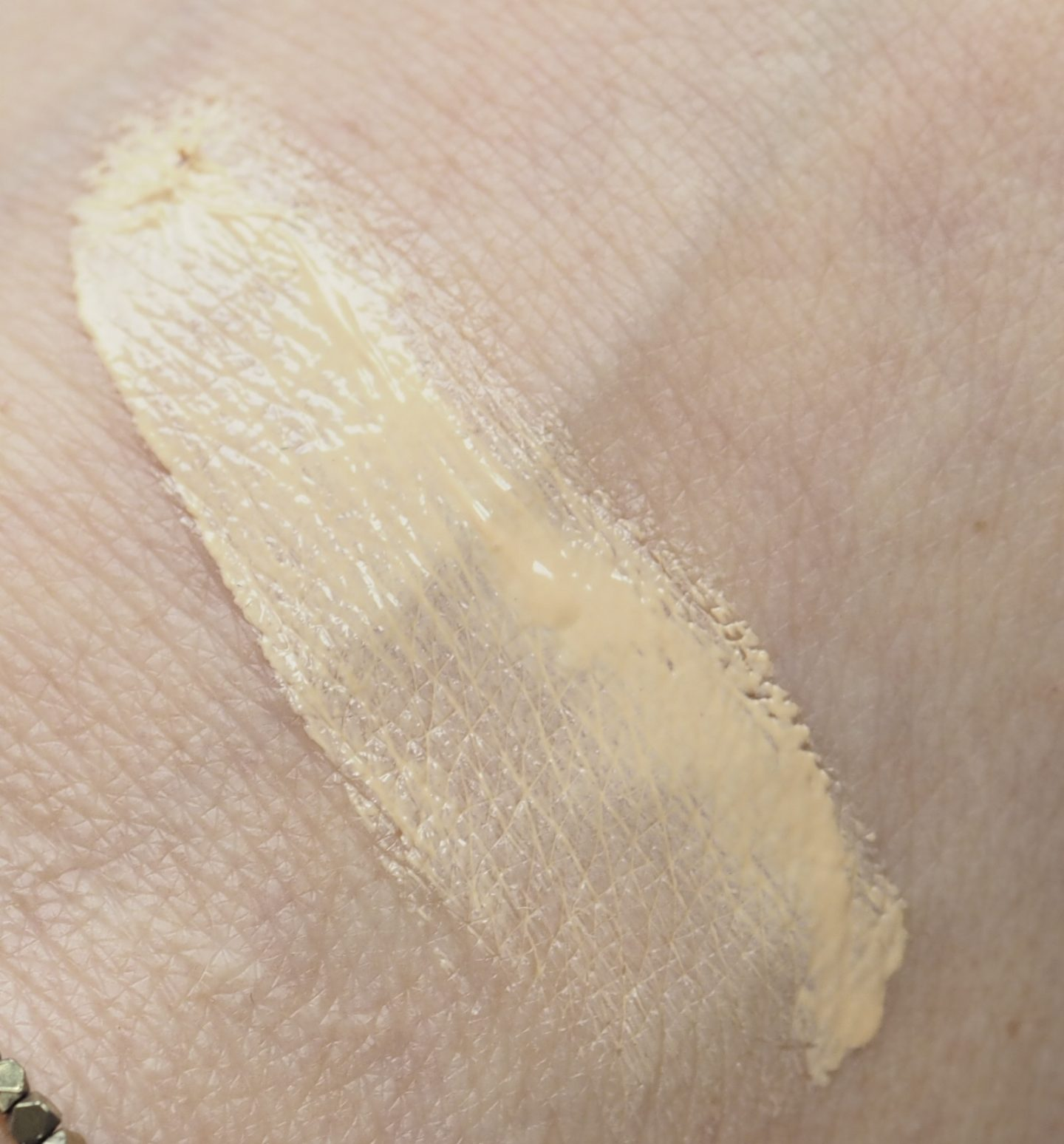 Swatch Chantecaille Porcelain Just Skin
