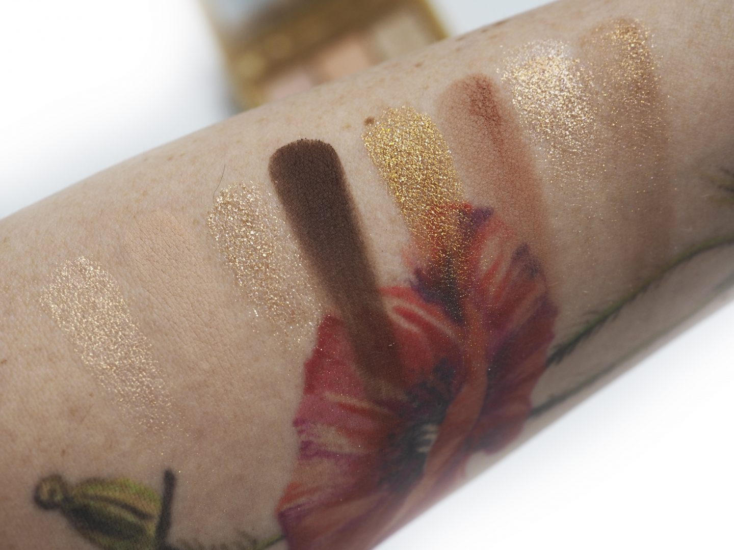 Swatches Huda Gold Obsessions